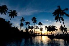Solnedgång på strandsemesterorten Arkivfoto