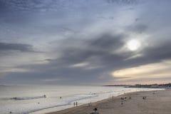 Solnedgång på surfarestranden Royaltyfria Bilder