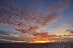 Solnedgång på sydkinesiska havet Royaltyfri Bild