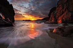 Solnedgång på sydkusten av Guernsey royaltyfria bilder