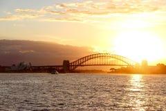 Solnedgång på Sydney Harbour Bridge Arkivfoton