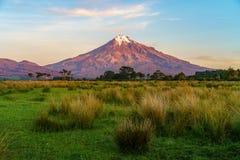 Solnedgång på taranakien för kottevulkanmontering, Nya Zeeland 3 Arkivfoton
