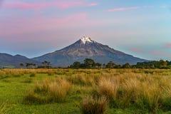 Solnedgång på taranakien för kottevulkanmontering, Nya Zeeland 12 Arkivfoton