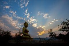 Solnedgång på templet Thailand Royaltyfri Foto