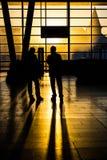 Solnedgång på trainstation Royaltyfri Foto