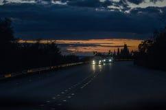 Solnedgång på vägen Royaltyfri Bild