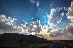 Solnedgång på vägen Royaltyfri Foto