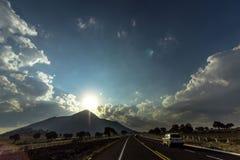 Solnedgång på vägen Royaltyfri Fotografi