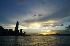 Solnedgång på Victoria Harbor Royaltyfri Bild