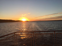 Solnedgång på Volga River Royaltyfria Bilder