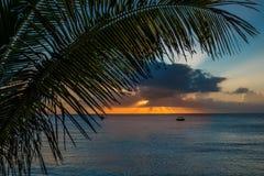 Solnedgång på Waya ö 2, Fiji Royaltyfria Bilder
