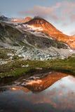 Solnedgång på Wedgemount sjön Fotografering för Bildbyråer
