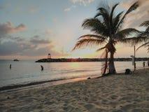 Solnedgång Playa Rompeolas Aquadillia Puerto Rico royaltyfri fotografi