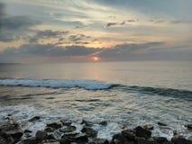 Solnedgång Playa Rompeolas Aquadillia Puerto Rico fotografering för bildbyråer