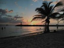 Solnedgång Playa Rompeolas Aquadillia Puerto Rico arkivbilder
