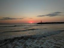 Solnedgång Playa Rompeolas Aquadillia Puerto Rico royaltyfri foto