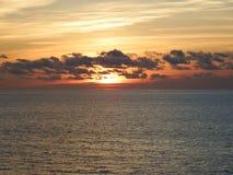 Solnedgång reflekterad på vattnet fotografering för bildbyråer