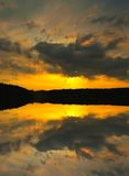 Solnedgång sjö royaltyfria bilder