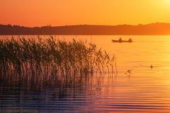 Solnedgång sjö Arkivfoto