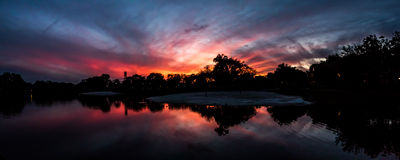 Solnedgång sjö på hängmattorna, i Kendall, Florida Arkivfoton