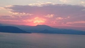 Solnedgång sjögarda Arkivbild