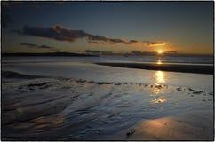 Solnedgång - Skottland HÄRLIGT SOLNEDGÅNGHAV I SKOTTLAND arkivfoton