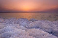 Solnedgång som är scenary på det döda havet, Jordanien royaltyfri foto