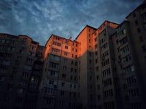 Solnedgång som tänder en byggnad Royaltyfri Foto
