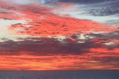 Solnedgång Stillahavs- hav Arkivbild