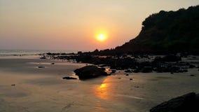 Solnedgång@ strand Arkivbild