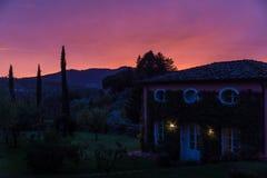 solnedgång tuscany royaltyfri bild