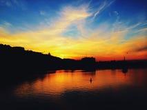 Solnedgång under floden Arkivfoton