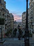 Solnedgång uppifrån av en Montmartre trappa i Paris, Frankrike Royaltyfri Bild