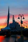 Solnedgång vid bron Arkivfoton