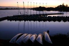 Solnedgång vid fjärden Arkivfoto