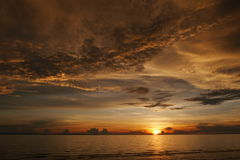 Solnedgång vid havet Royaltyfri Foto