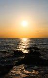Solnedgång vid havet royaltyfri fotografi