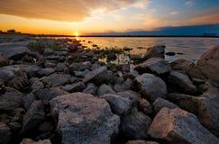 Solnedgång vid laken fotografering för bildbyråer