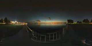 Solnedgång vid laken Royaltyfri Bild
