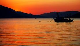SolnedgångAdriatiskt hav Kotor Montenegro arkivbild