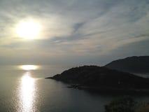 Solnedgångafton på phuket öar Thailand arkivfoto