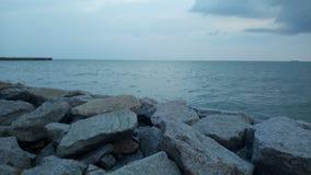 Solnedgångar och havet arkivfoto