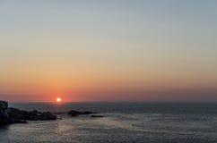 Solnedgångarna på havet Royaltyfri Fotografi