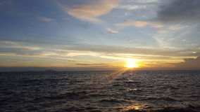 SolnedgångBangsean strand Arkivbild