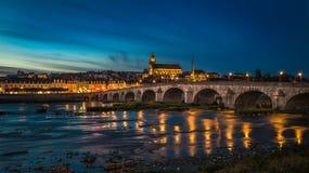 Solnedgångbild av Blois och Loiret River, Frankrike Royaltyfria Foton