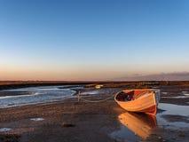 SolnedgångBlakeney strand Arkivfoton