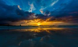 SolnedgångBoracay strand Arkivbild