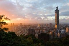 Solnedgångcityscape i Taipei, Taiwan Arkivbild