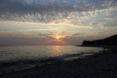 Solnedgången är ett av de mest fascinerande fenomenen av naturen arkivbilder