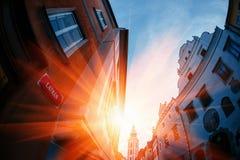 Solnedgången över Carlovy varierar, tjeckiska Republik arkivbild